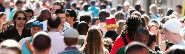 A crowd of people of all nationalities   Leonardo Bansko