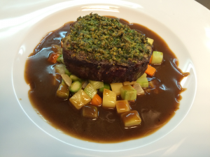 GRATINATED BEEF FILLET BY BLACK ANGUS BREED, WITH GRAVY SAUCE AND VEGETABLES