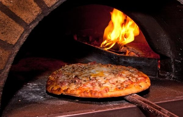 Приготвяне на пица в пещ | Leonardo Bansko