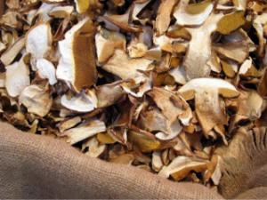Пълнозърнеста фокача със сушени манатарки и риган